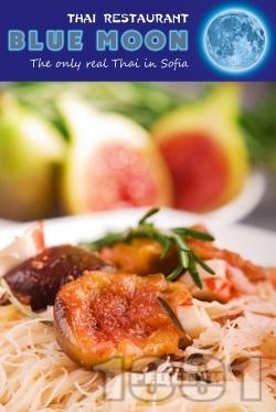 Оризови нудълс (китайски спагети) със смокини, рулца раци, сметана и яйца - снимка на рецептата